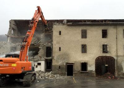 Déconstruction d'un bâtiment à Collombey